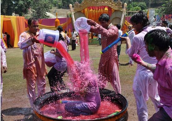 In response to this tweet by @sardesairajdeep https://twitter.com/sardesairajdeep/status/311486016450088960 prsntng few pics of Holi party of @ColorsTV 2/n http://pic.twitter.com/SoejQ7Jq9O