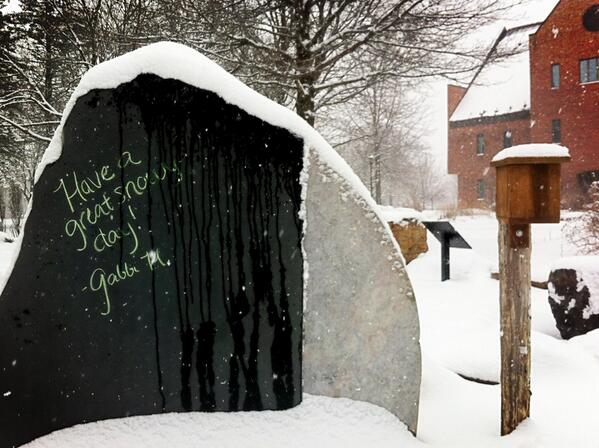 There isn't much to see in the Teaching Gardens w/ the snow, but I left a note on the chalkboard. #smcvttweettour http://pic.twitter.com/uEbCrAPsD9