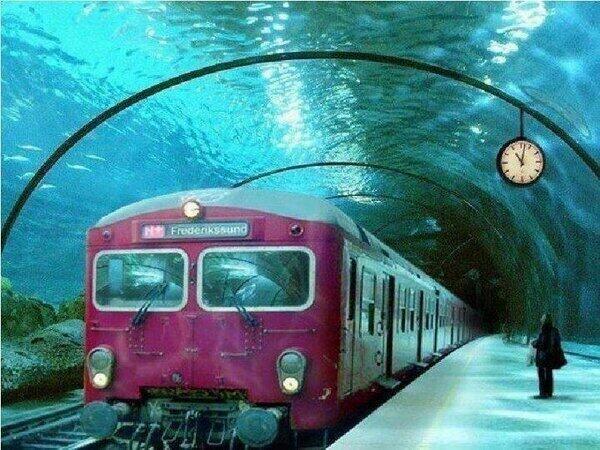 Paisajes incre bles on twitter el tren que pasa bajo el for Hotel bajo el agua precio