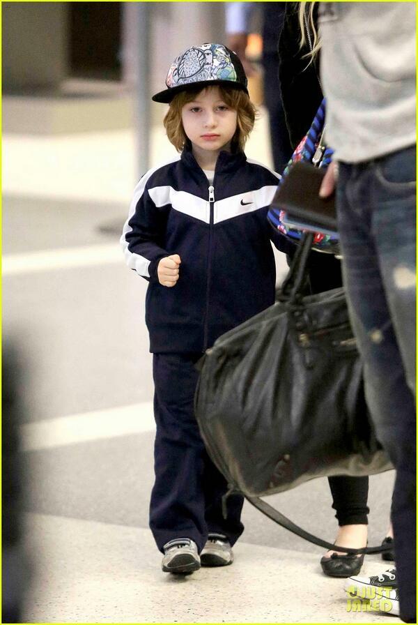 [Fotos] Christina Aguilera Llegando al Aeropuerto de LAX! (2/04/13) BG4zLmKCYAAOnjf