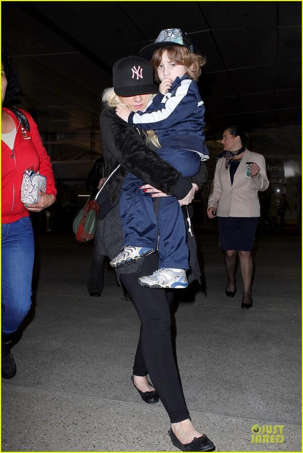[Fotos] Christina Aguilera Llegando al Aeropuerto de LAX! (2/04/13) BG4zzmMCMAEl8Vo