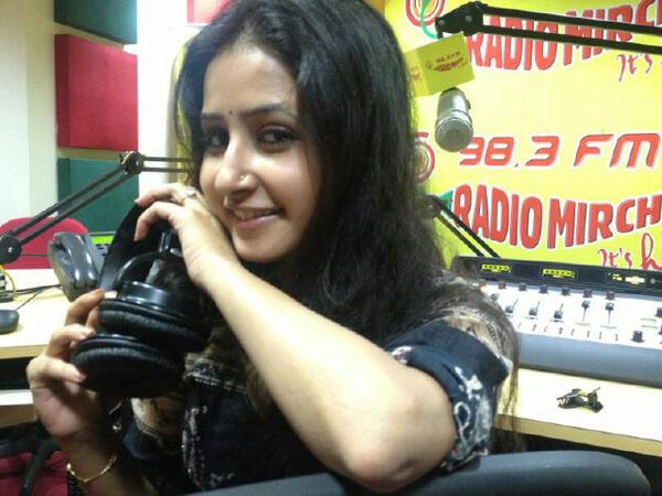Radio Mirchi 98.3 FM Radio Jockey (RJ) Sana Amin Sheikh Image, RJ Sana Sheikh Photo