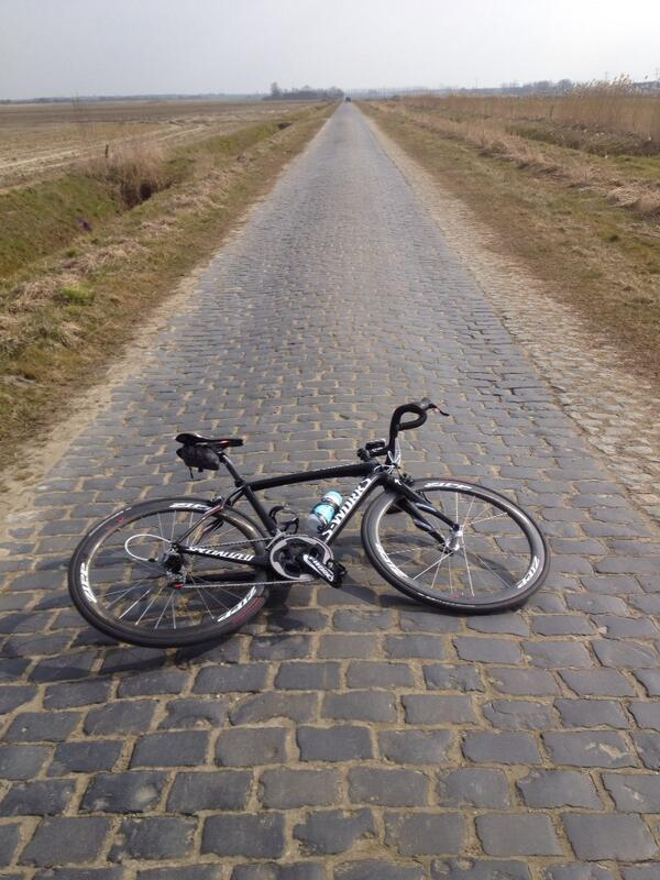 The @iamspecialized #parisroubaix bike is having love with the cobbles... pic.twitter.com/bPAxh2QyLf