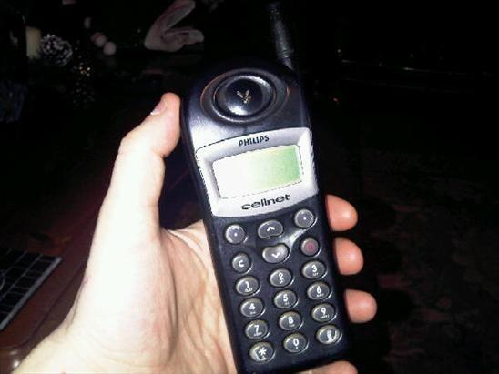 40 years of mobiles today. Whoa. This was my first ever mobile. I had when I was about 9 lol. It was on BT Cellnet. http://pic.twitter.com/WMj0ALMiQH