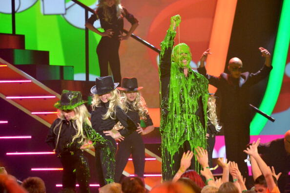 [Fotos+Video] Pitbull & Christina Aguilera cantaron en los Kids' Choice Awards 2013 - Página 3 BGFPT9JCIAAzJpg