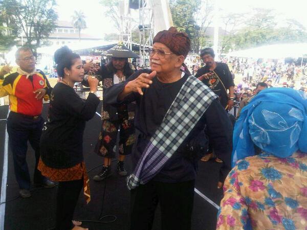 Bapak Sesepuh Urg Sunda SOLIHIN GP...ngiring Ngibing di Bandung Lautan Onthel III http://t.co/HPJjVvr7Y8