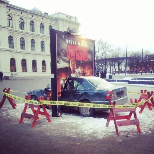 Genial marketing de guerrilla de la película 'Un buen día para morir'. pic.twitter.com/AS47Rr0pQ6