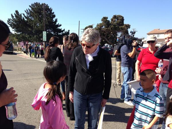 Congresswoman Julia #Brownley joins hundreds in #Oxnard for #immigration reform march #CIR http://t.co/2GB8G1Qnp4