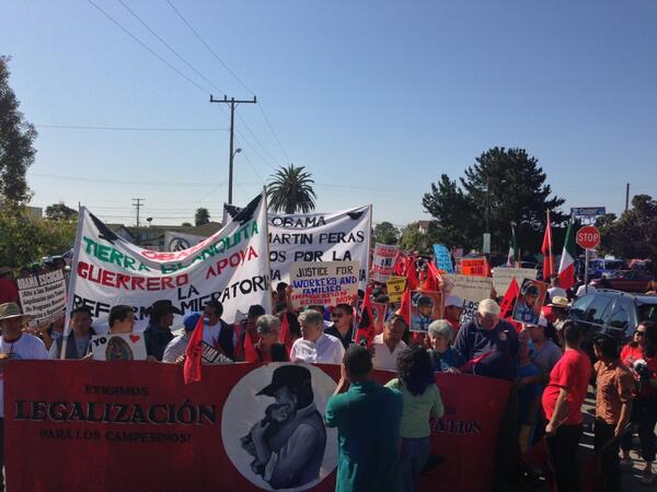 Hundreds gather for #immigration reform protest in #Oxnard. #CIR http://t.co/c1c1hp2GTJ