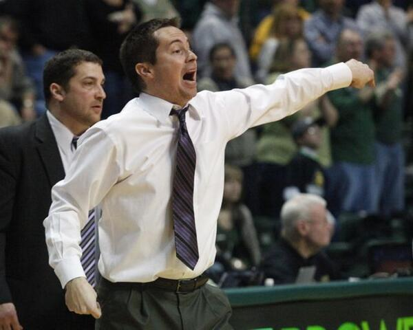Don't know if this is a clue to where Wright State will play next, but Billy Donlon is pointing west in this photo. http://t.co/gWWquqdy8Q