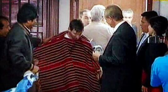 In Pictures: Bolivian President Evo Morales puts a big poncho on little Lionel Messi