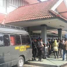 Kapolda DIY: Usai Eksekusi, Penyerang LP Sleman Minta Napi Tepuk Tangan March 27, 2013 at 11:52AM http://t.co/7LaoEFWsDl