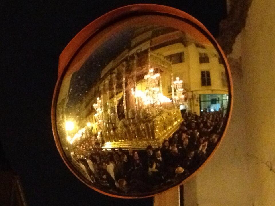 Twitter / abogados: Reflejo del trono de la Virgen ...