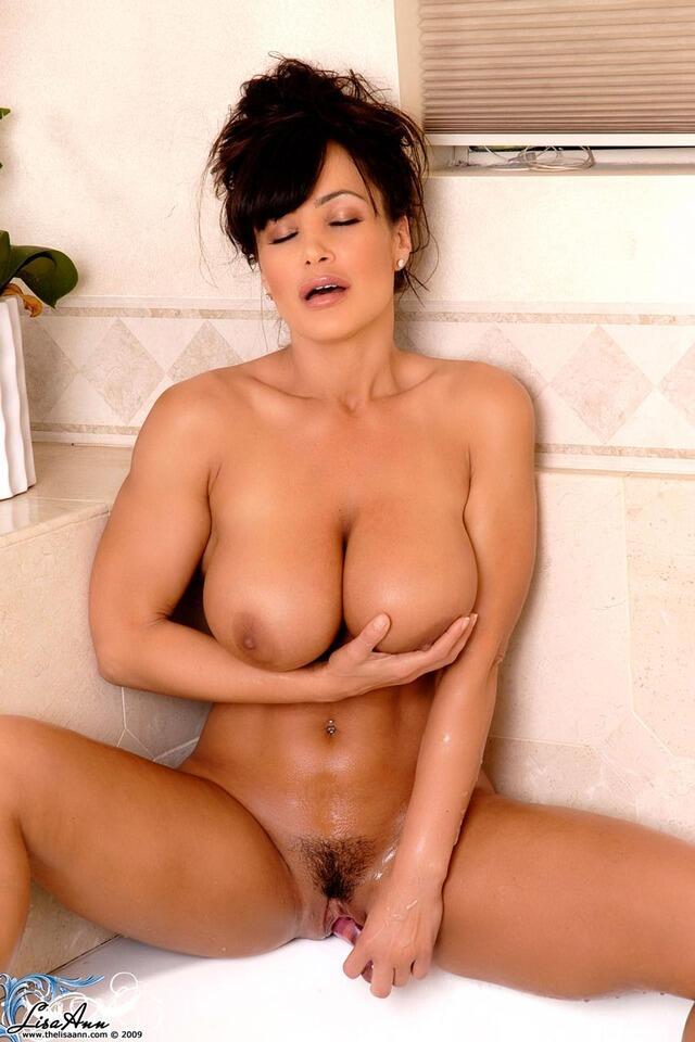 Love hot nude milf lisa ann