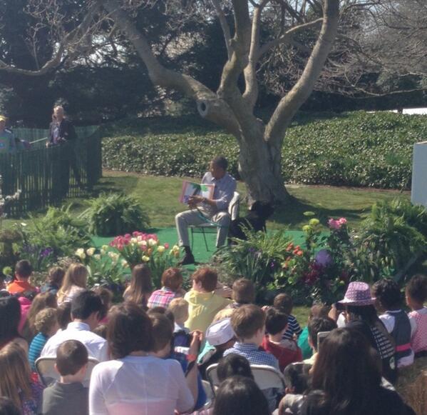 Mr. President reading chicka chicka boom boom #EasterEggRoll pic.twitter.com/N1pVvnQ56k