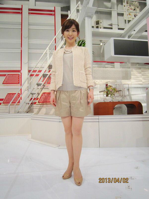 ショートパンツ姿の松尾由美子