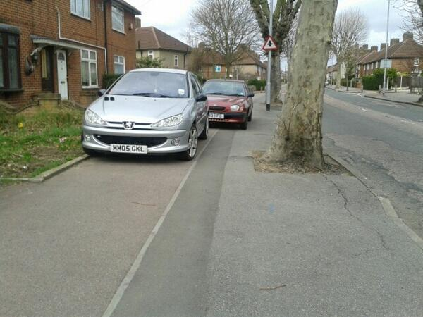 MM05 GKL displaying Inconsiderate Parking