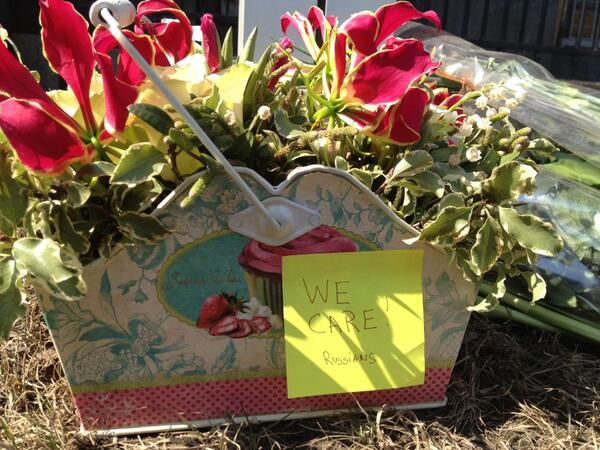 Спасибо всем за слова соболезнования и сочувствие американскому народу в этот день. Спасибо за цветы. http://pic.twitter.com/ZcIMVEMcse