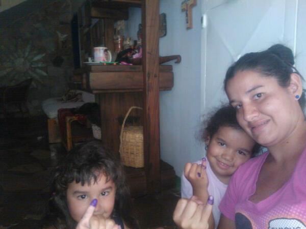 En Barquisimeto ya VOTARON. Las nenas ♥ pic.twitter.com/i8IvWwkOT6
