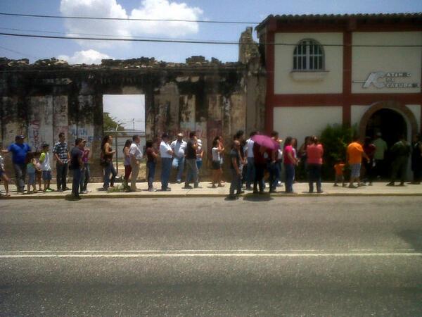 Ateneo de Cabudare colas cortas ! #SalganAVotar! pic.twitter.com/8k6hdzMAoU