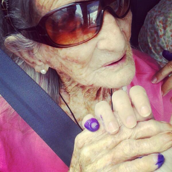 Vía @BelkisAraque: Mi bisabuela de 105 años votó. ¿Cuál es tu excusa? #Vota #14A #Venezuela  pic.twitter.com/u9KvomtYLt