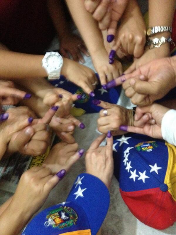 @globovision #yavote familia Calderas Barquisimeto pic.twitter.com/NjAm3vcxi3