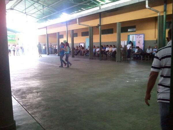 @RunRunesWeb Centro de votación Pablo Acosta Ortiz en Barquisimeto pic.twitter.com/dWGr64Funv