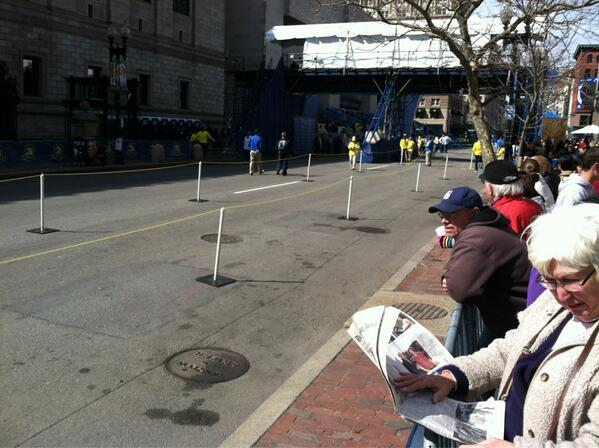 Emptiest this line will be all day. #bostonmarathon finish. pic.twitter.com/VB5BdYCIMl