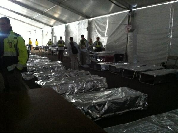 Power just went out in the finish line medical tent. #bostonmarathon pic.twitter.com/oznwV6UW32