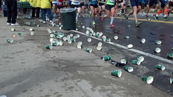 Empty cups already piling up in #Ashland. #bostonmarathon pic.twitter.com/dGUMNaa6kD