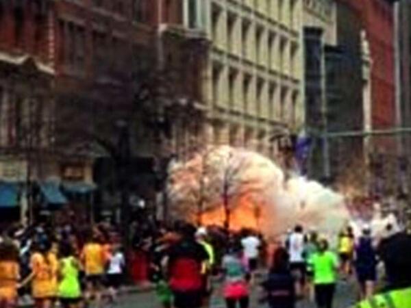 PHOTO: Explosion rocks Boston, MA near finish line of Boston Marathon pic.twitter.com/dwKxqlo7Tg