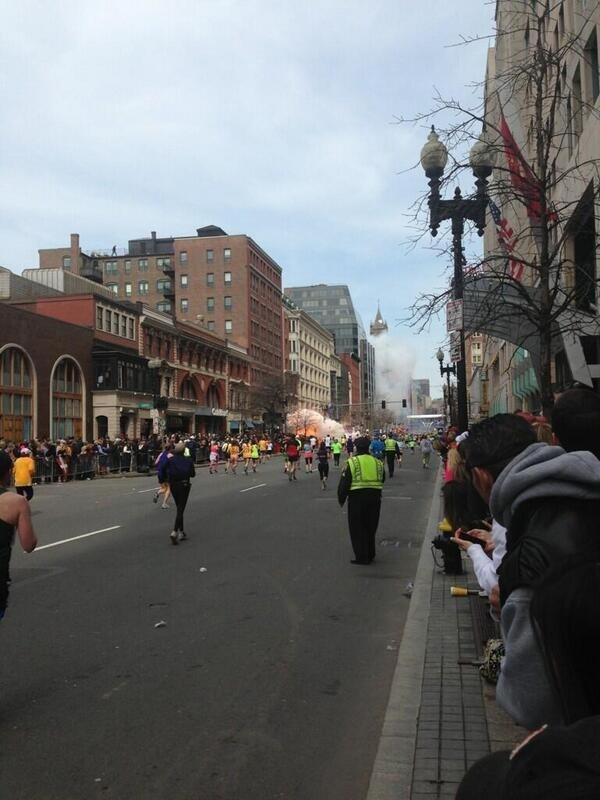 First photos from the scene of the #BostonMarathon explosion bzfd.it/117Iwz0 pic.twitter.com/xoPthGlHVz