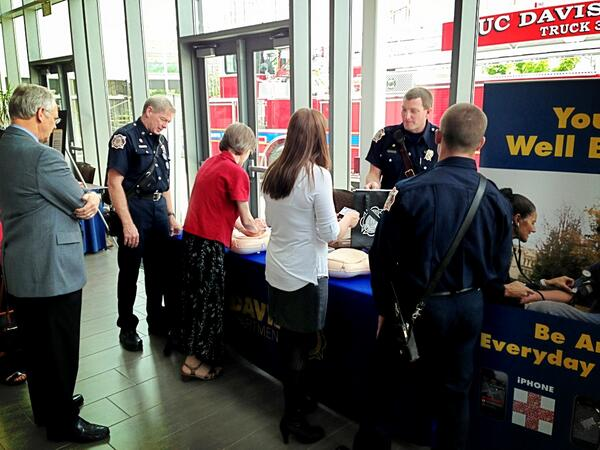 #UCDavis Truck34A had big crowds all afternoon at the #UCD Office of Research open house. #sidewalkCPR #PulsePoint pic.twitter.com/8g27aHtIMt