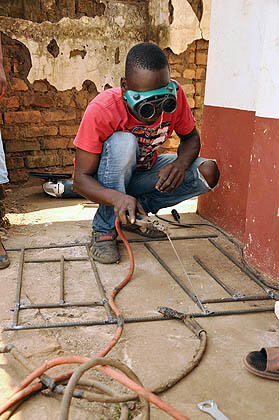 #ILO works to prevent teens in Chonde #Malawi from entering child labour & provides vocational training #MDGmomentum pic.twitter.com/s9DhIS3xcF