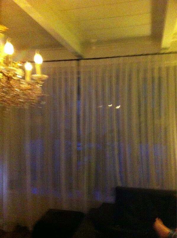 wilco van der werff on twitter we helpen de lente een handje in huize vd werff we hebben de zomer gordijnen opgehangen httptcobct6mt3try