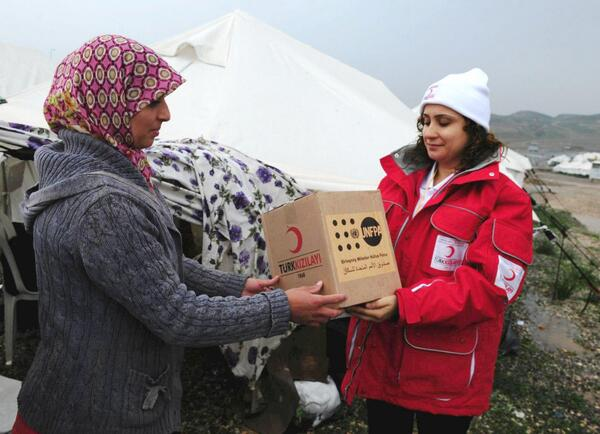#MDGmomentum: UNFPA delivered over 350,000 dignity kits to refugees & displaced persons since start #Syria crisis. pic.twitter.com/1rRzt761IE