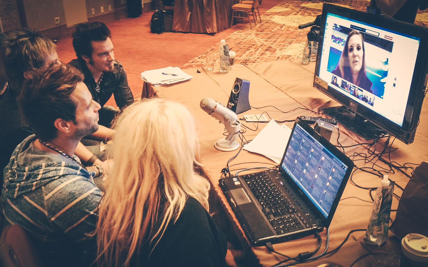 Twitter / parmalee: Hanging out on a live stream ...