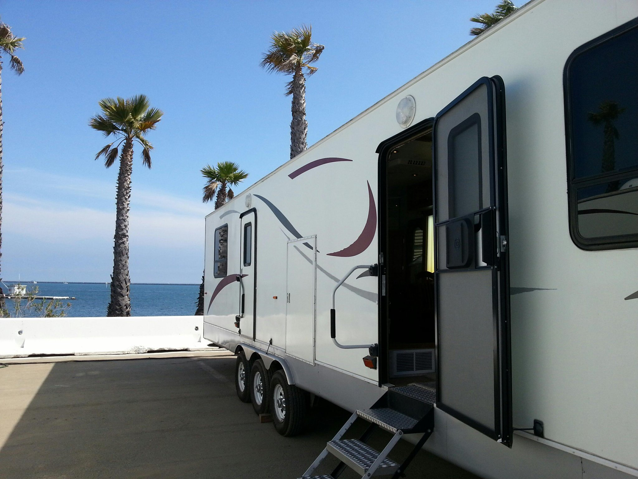 Twitter / cliffmsimon: Best trailer location ive had. ...