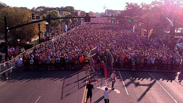 Wave D departs at 8:12 #bridgerun @CRBridgeRun pic.twitter.com/01wa3RZJVa