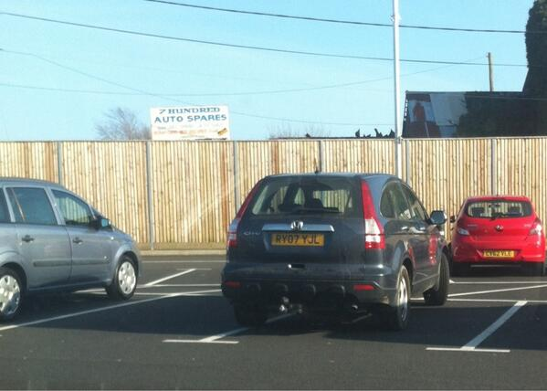 RY07 YJL displaying Inconsiderate Parking