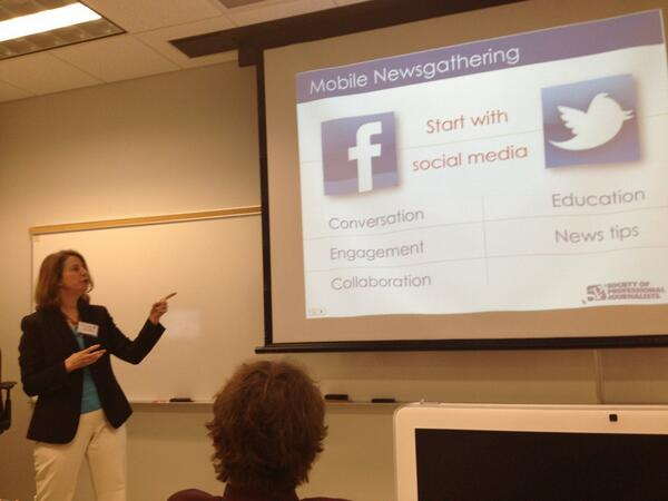 #SPJOxford Deb Wenger leads a discussion on effective mobile news gathering. Smartphones FTW! http://pic.twitter.com/9KaE7a7VzV