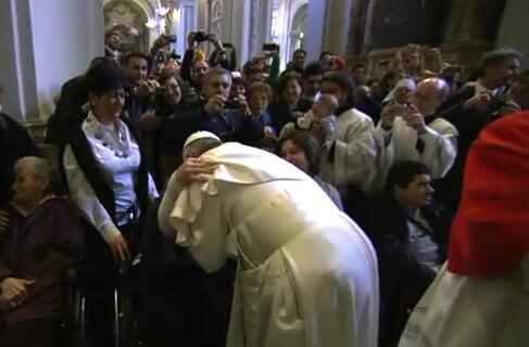 Twitter / antoniospadaro: L'abbraccio di #PapaFrancesco ...