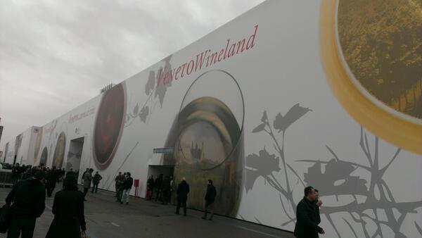 Live from #Vinitaly dal padiglione #VenetoWineland! http://t.co/0pRi3VabgZ