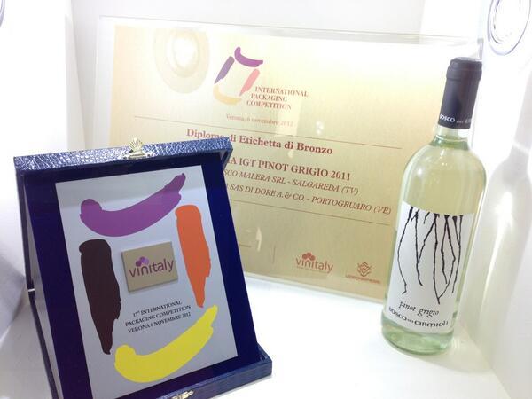 Ci hanno consegnato il trofeo! #Vinitaly #vinitaly2013 #pinotgrigio #thewinneris http://t.co/PzomvkuObH