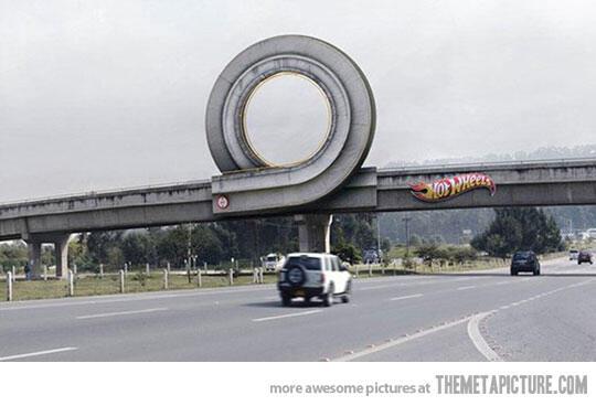 Márketing de guerrilla: Hotwheels @Buenapublicidad pic.twitter.com/d0I3A5ati2