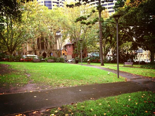 This little park is a popular lunch and relaxation spot for Sydney-siders. Unfortunately, it's raining today. pic.twitter.com/2wg1QSTPXX