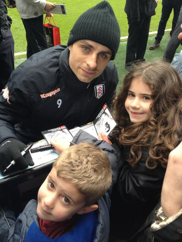 The kids and @dimi_berbatov at today's @FulhamFC training #ffcopentraining #ffc #closer pic.twitter.com/qNFFaOSOwx