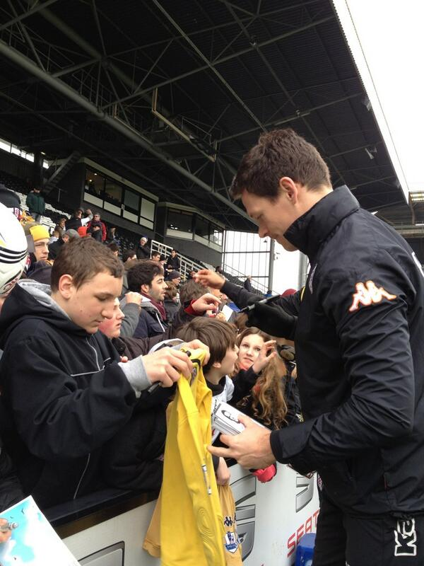 Signing Session at the Open Training @saschariether #ffc #closer pic.twitter.com/IMzR4p7lZB