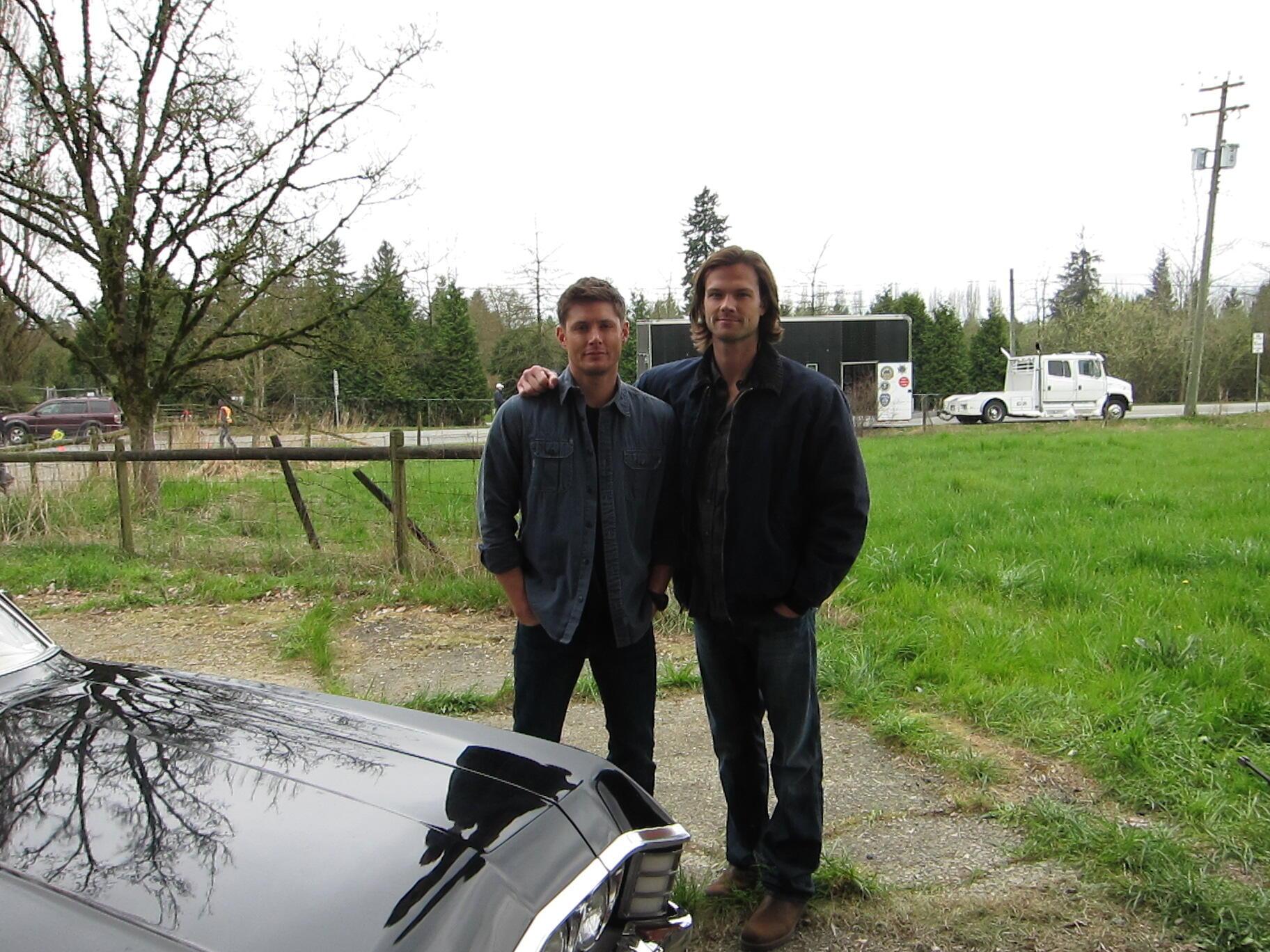 Photos de Jared et Jensen #4 - Page 4 BHbhX9uCcAE7DSD