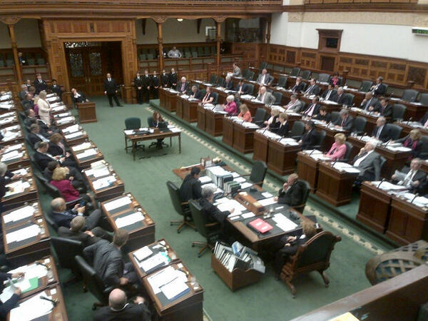 Lots of pink worn by MPPs in all three caucuses today to protest bullying. #onpoli http://pic.twitter.com/HLQ5DMHOwR